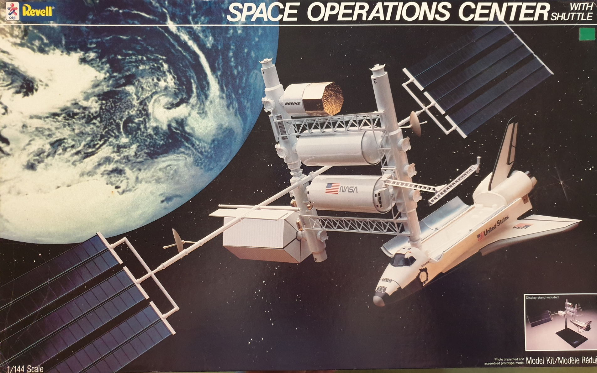 Revell 4737 Space Operation Center with Shuttle